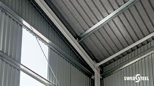 Egyrétegű trapézlemez tetőburkolat belső oldalon páramegkötő filcréteggel 3.
