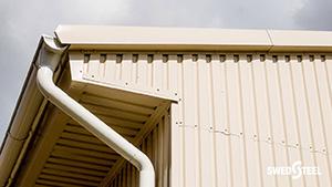 Hőszigetelt csarnoképület trapézlemez tető- és falburkolata +